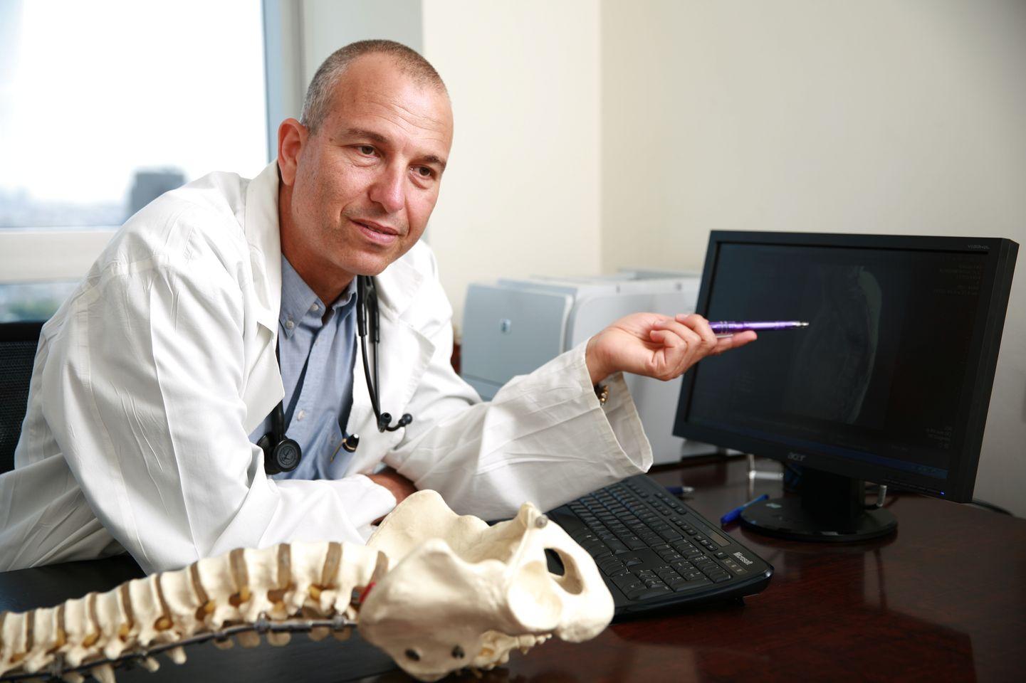 Доктор Цви Лидар